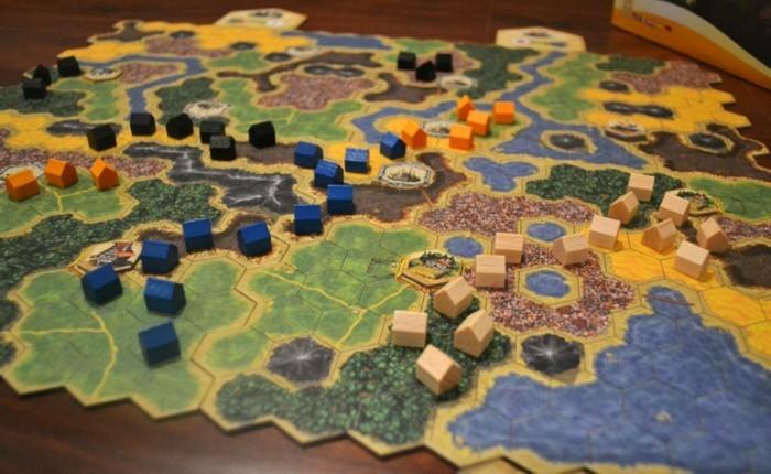 Gesellschaftsspiele-mit-vielen-kleinen-Häusern