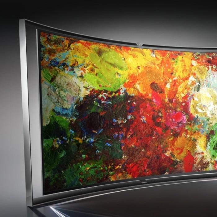 Großer-Fernseher-mit-abstrakter-Kunst