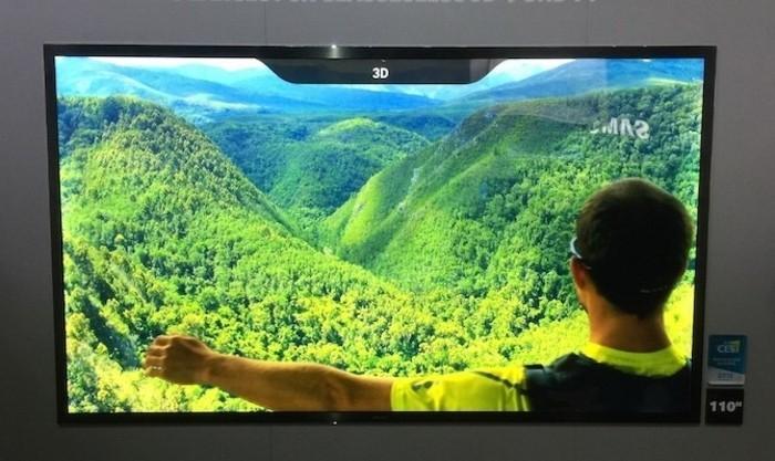 Großer-Fernseher-mit-einem-Gebirge