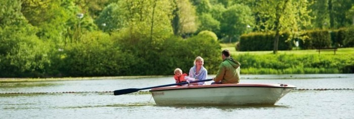 Harz-mit-Kindern-Ruderboot-fahren