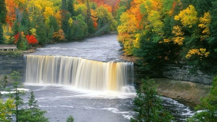 Hintergrundbilder-Wasserfall-mit-bunten-Farben