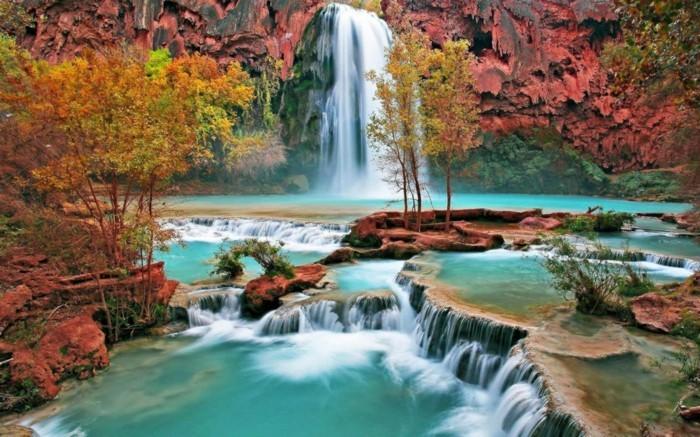 Hintergrundbilder-Wasserfall-rot-im-Herbst
