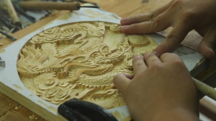 Holzschnitzerei-von-einem-chinesischen-Drachen