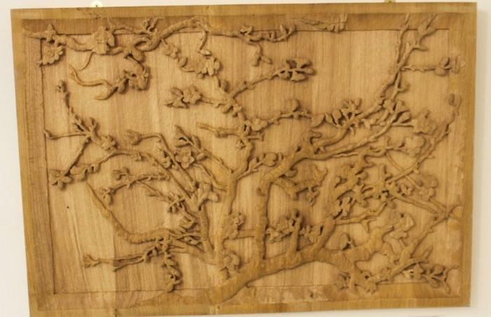 Holzschnitzereien-von-einem-Ast-im-Frühling