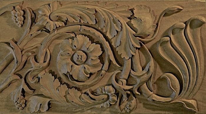 Holzschnitzereien-von-einer-Blume-und-den-Blättern