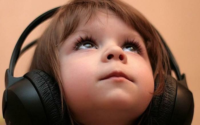 Kinder-Kopfhörer-die-ganze-Ohren-deckend