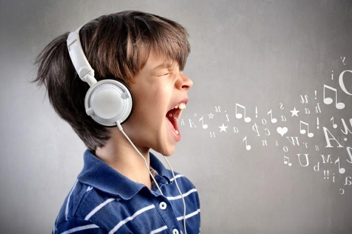Kinder-Kopfhörer-mit-kleinen-Löchern