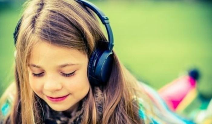 Kinder-Kopfhörer-mit-regulierbaren-Teilen