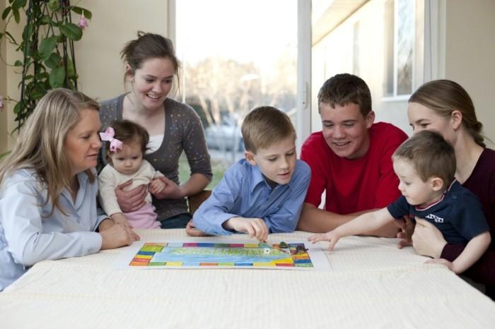 Kinderspiele-selbst-von-den-Eltern-gebastelt