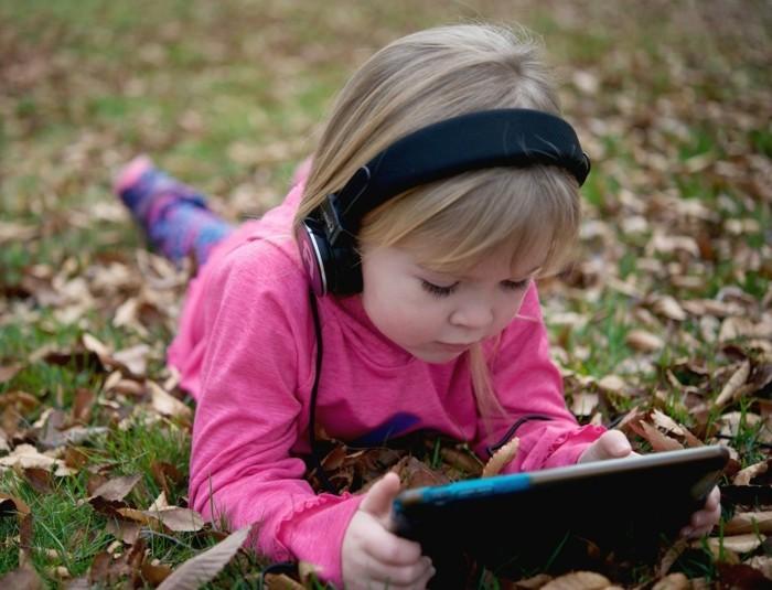 Kopfhörer-Kinder-für-einen-Tablet