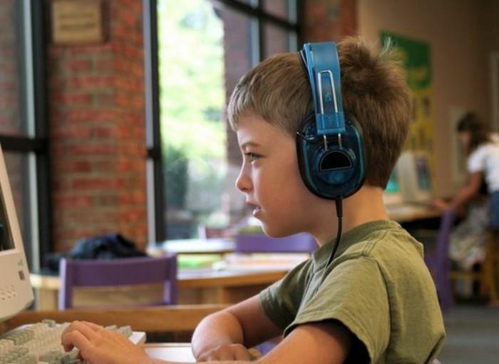 Kopfhörer-Kinder-in-blauer-Farbe