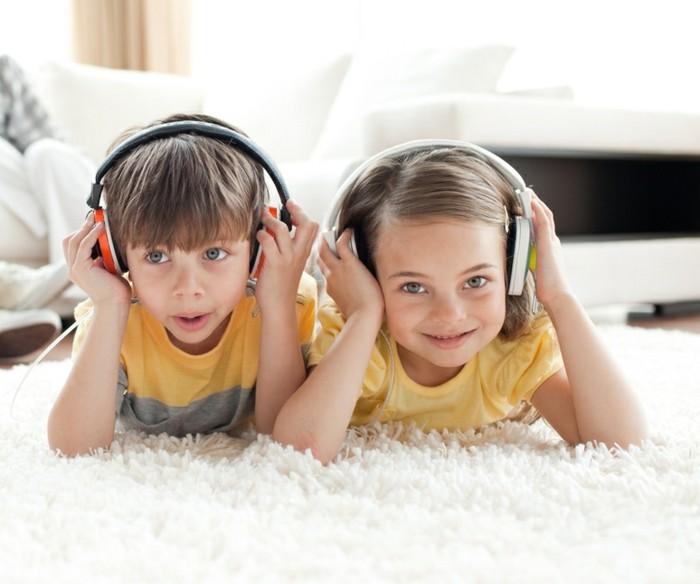 Kopfhörer-Kinder-in-weißer-und-in-oranger-Farbe