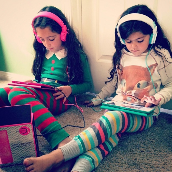 Kopfhörer-für-Kinder-aus-der-Welt-isolierend