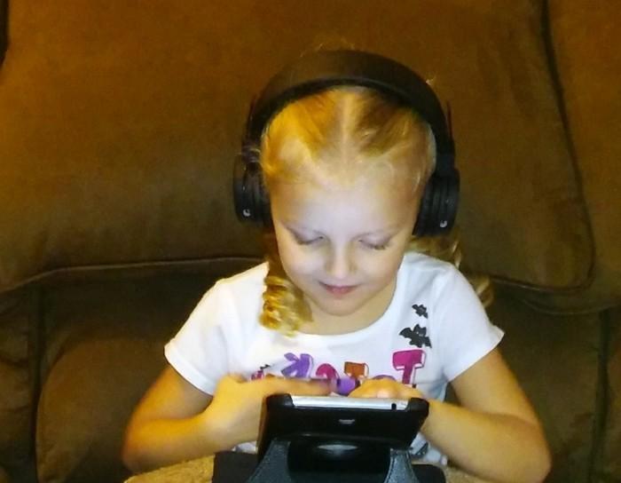 Kopfhörer-für-Kinder-ganz-in-schwarzer-Farbe