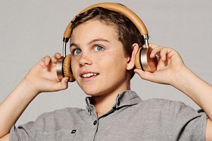 Kopfhörer-für-Kinder-in-brauner-Farbe