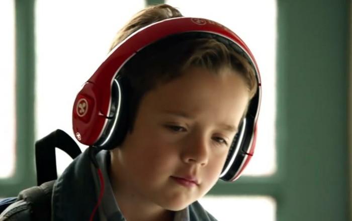 Kopfhörer-für-Kinder-in-roter-und-schwarzer-Farbe