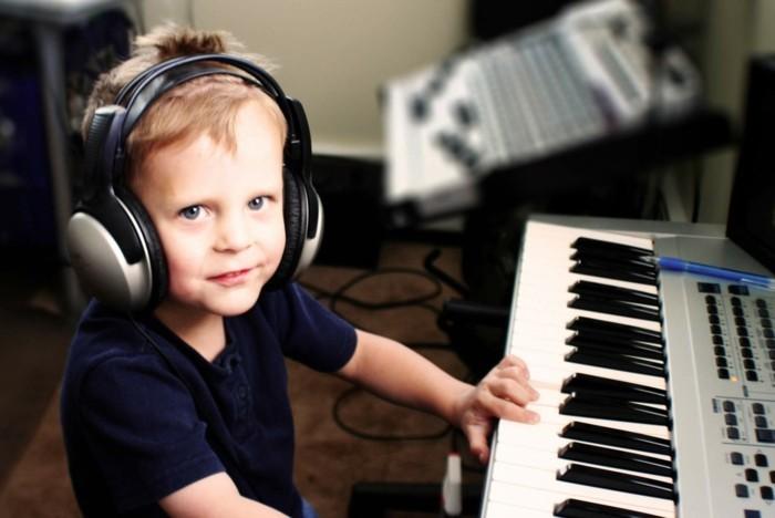 Kopfhörer-für-Kinder-zu-Klavier