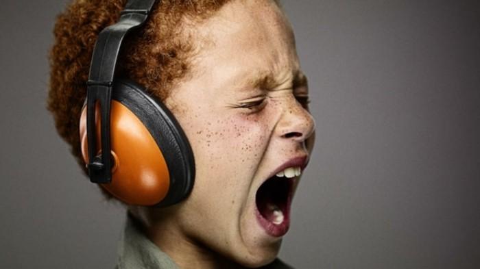 Kopfhörer-für-Kinderohren-in-oranger-Farbe