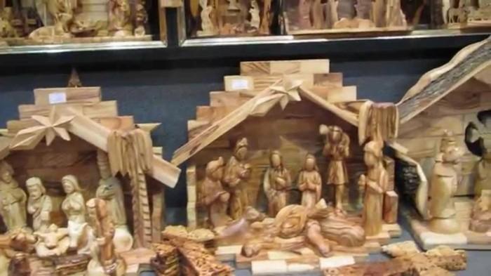 Krippe-aus-Holz-mit-allen-Szenen