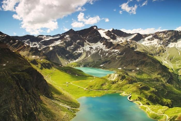 Landschaftsbild-Seen-in-dem-Gebirge