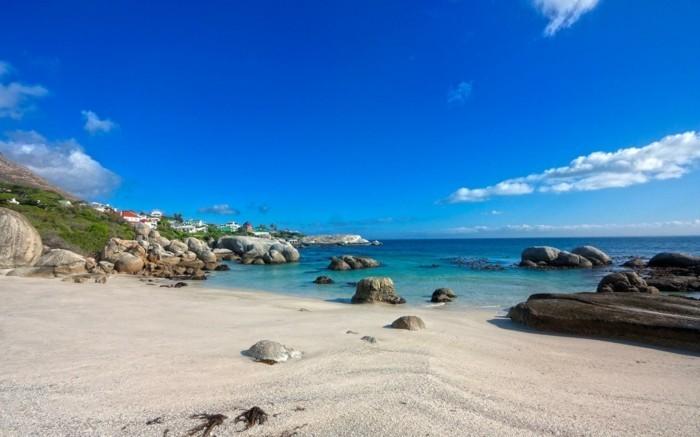 Landschaftsfotografie-einen-Strand-mit-goldenem-Sand