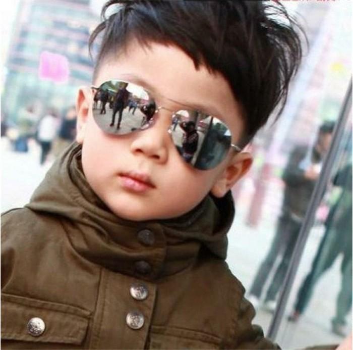 Lederjacken-für-Kinder-mit-Sonnenbrille-kombiniert-
