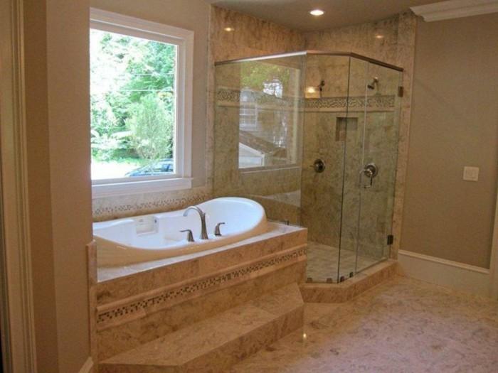 Luxus-Dusche-mit-Wänder-aus-Glas