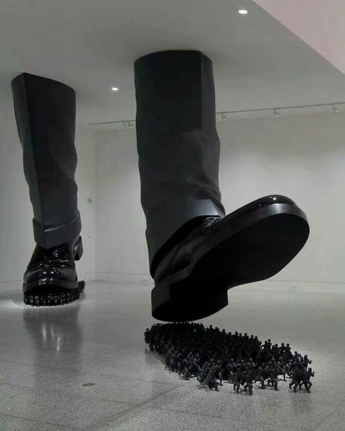 Museum-für-Zeitgenössische-Kunst-enorme-Stiefel