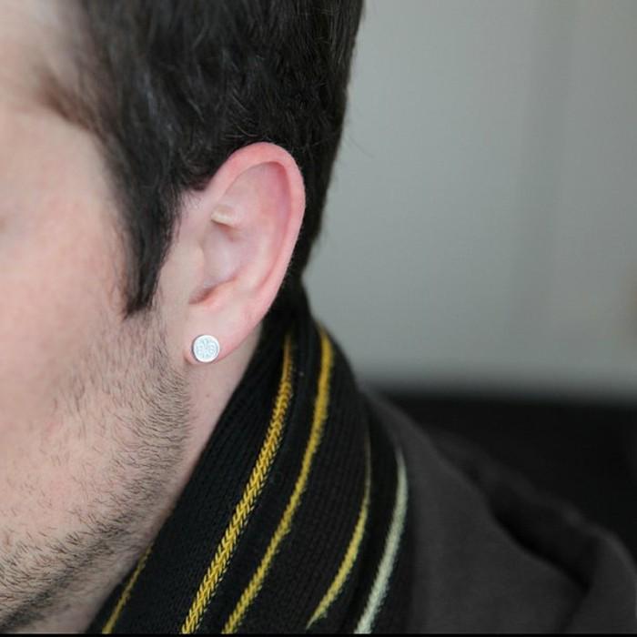 Ohrringe-für-Männer-in-weiss