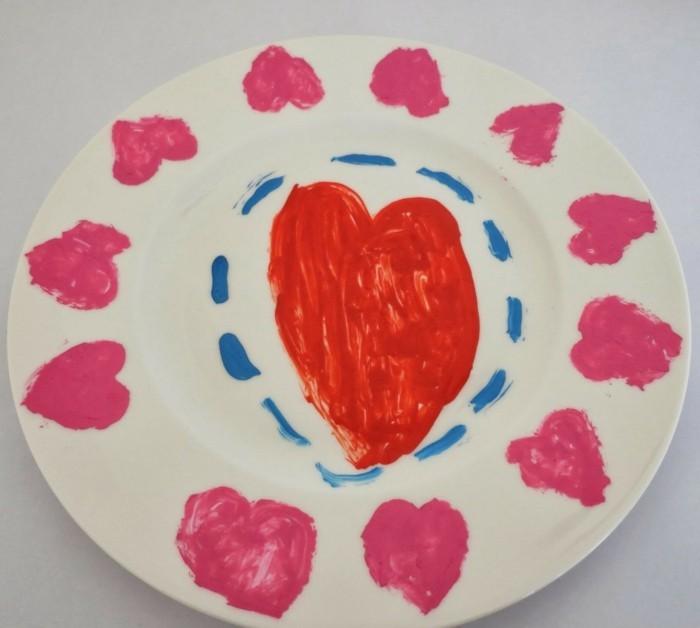 Porzellan-malen-ein-Bild-von-Kind