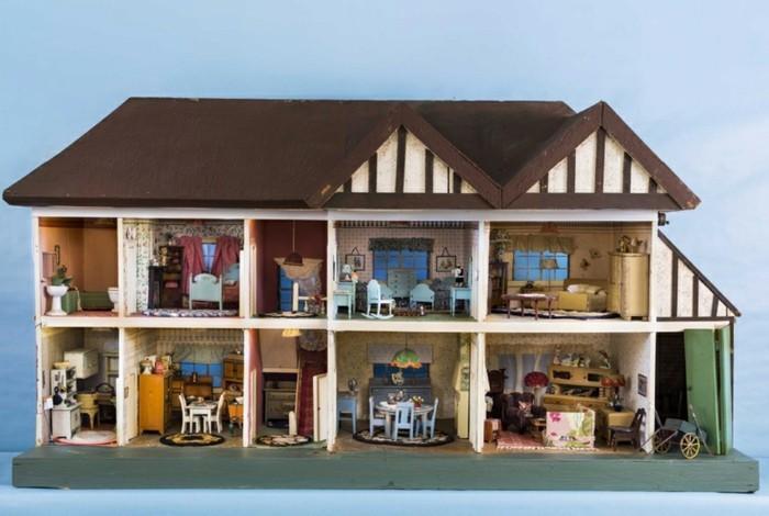 Puppenhäuser-aus-Holz-auf-dem-Land