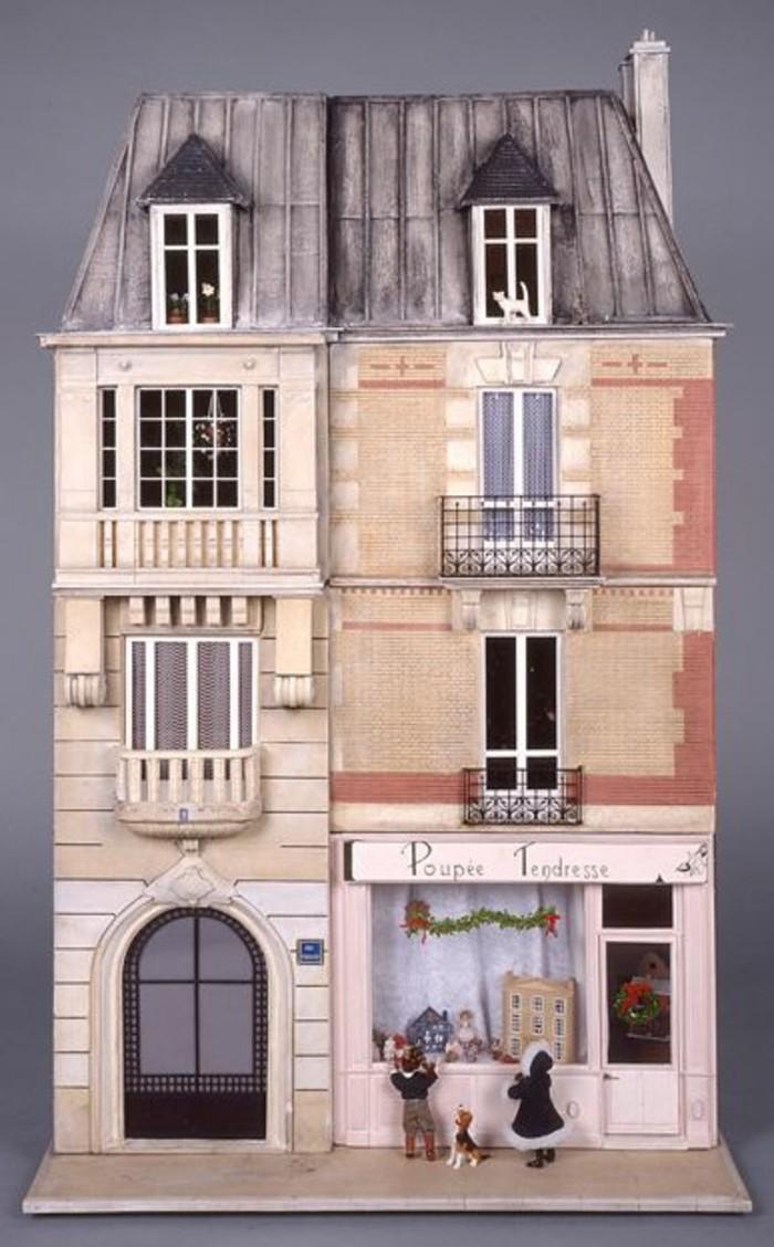 Puppenhaus-mit-kleinem-Cafe-kombiniert