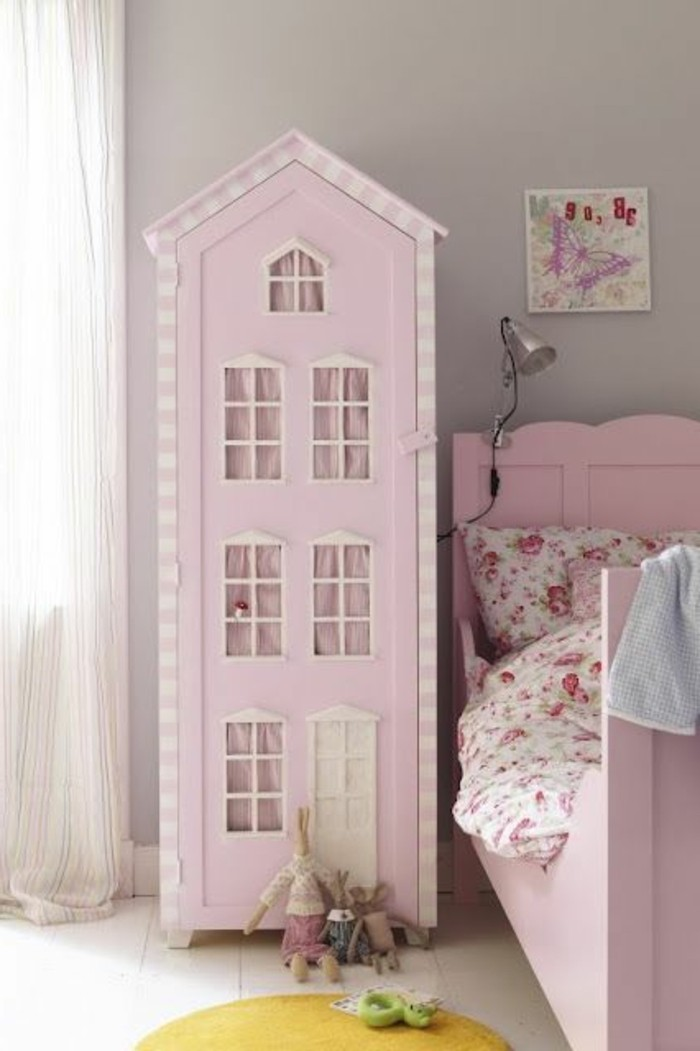 Puppenhaus-sehr-hoch-in-rosa-Farbe