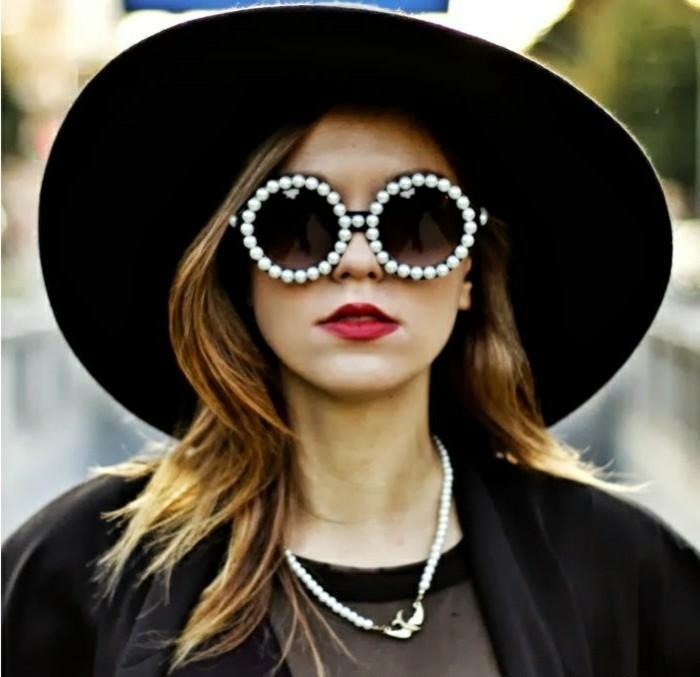 Runde-Sonnenbrille-mit-Perlen-an-Rahmen