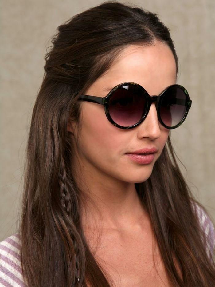 Runde-Sonnenbrillen-mit-schwarzem-Rahmen