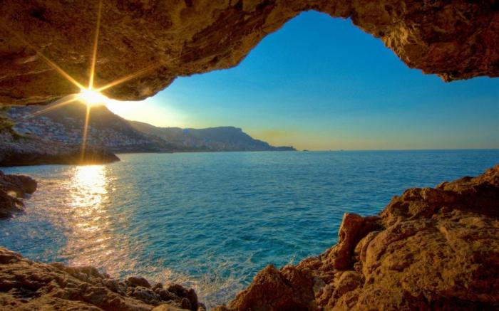 Schöne-Landschaftsbilder-aus-einer-Höhle