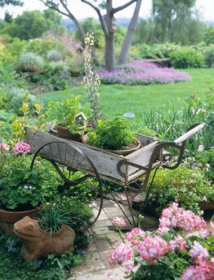 Shabby-Chic-Garten-deko-blumen-grüner-rasen