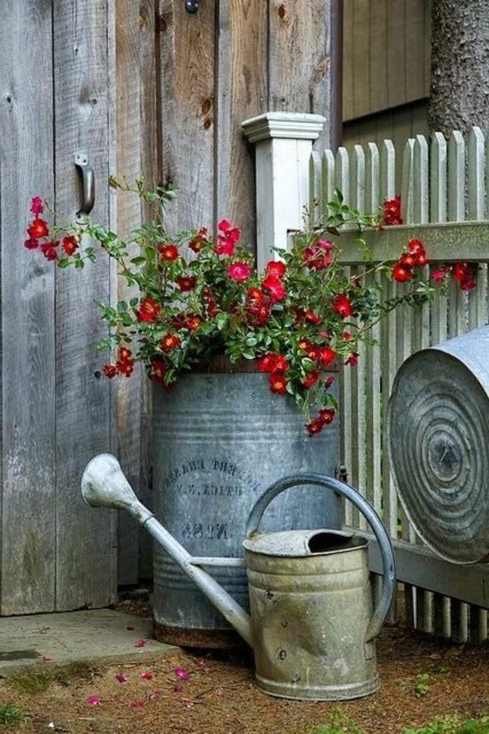 Shabby-Chic-Garten-mit-Blumen-