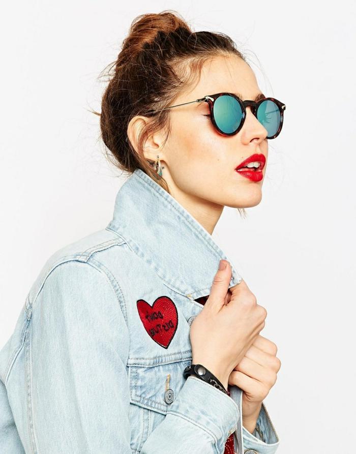 Sonnenbrille-runde-Gläser-in-blauer-Farbe