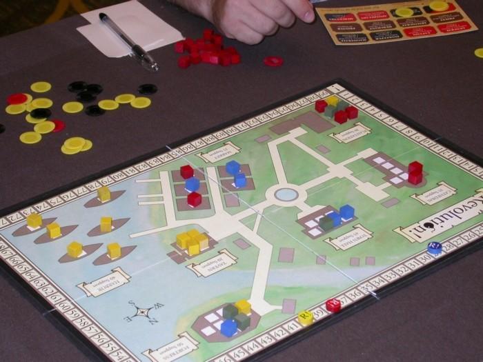 Strategie-Brettspiele-mit-bunten-Steinen