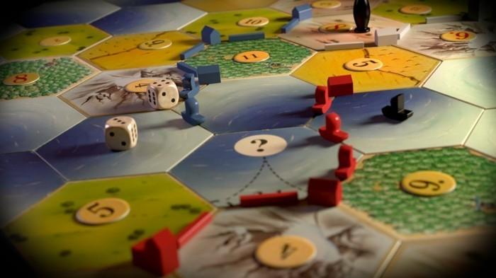 Strategie-Brettspiele-mit-kleinen-Schiffen