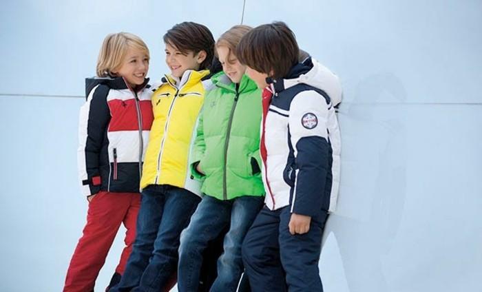 Stylische-Kindermode-mit-Jacken-und-Jeans-