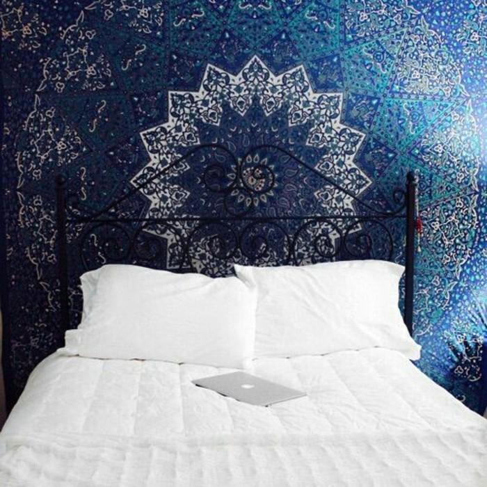 Tapeten-für-Jugendzimmer-mit-abstraktem-Muster