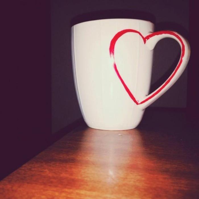 Tassen-bemalen-mit-rotem-Herz