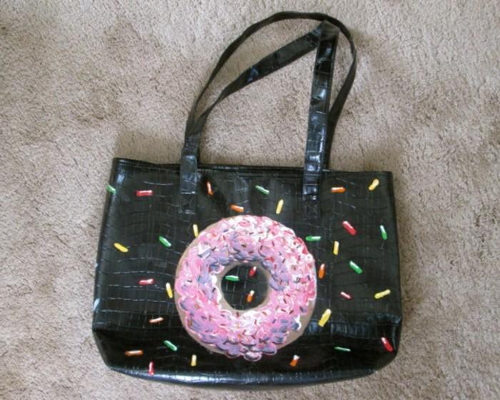 Ungewöhnliche-Geschenke-eine-Tasche-mit-Donut