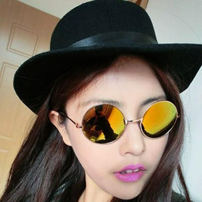 Verspiegelte-Sonnenbrille-in-perfektem-Kreis