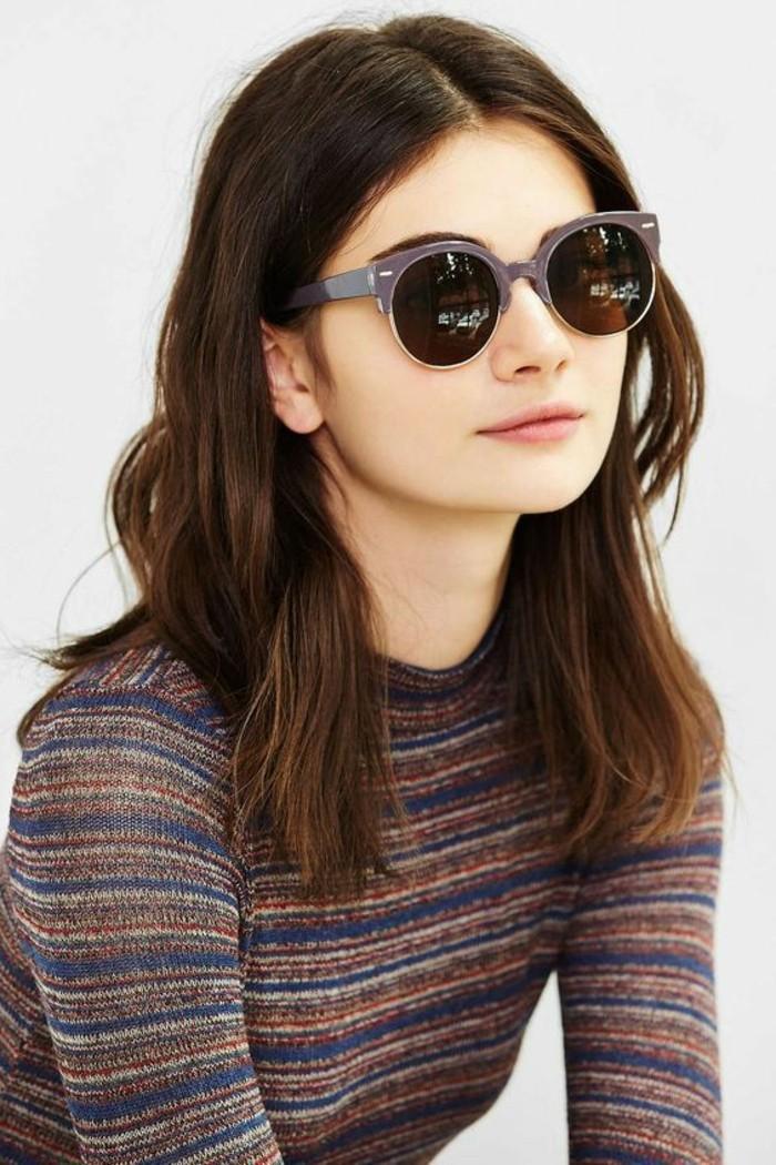 Verspiegelte-Sonnenbrille-mit-lila-Rahmen