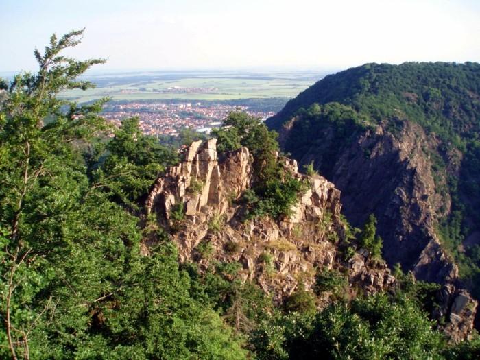Wanderurlaub-Harz-die-Felsen-klettern
