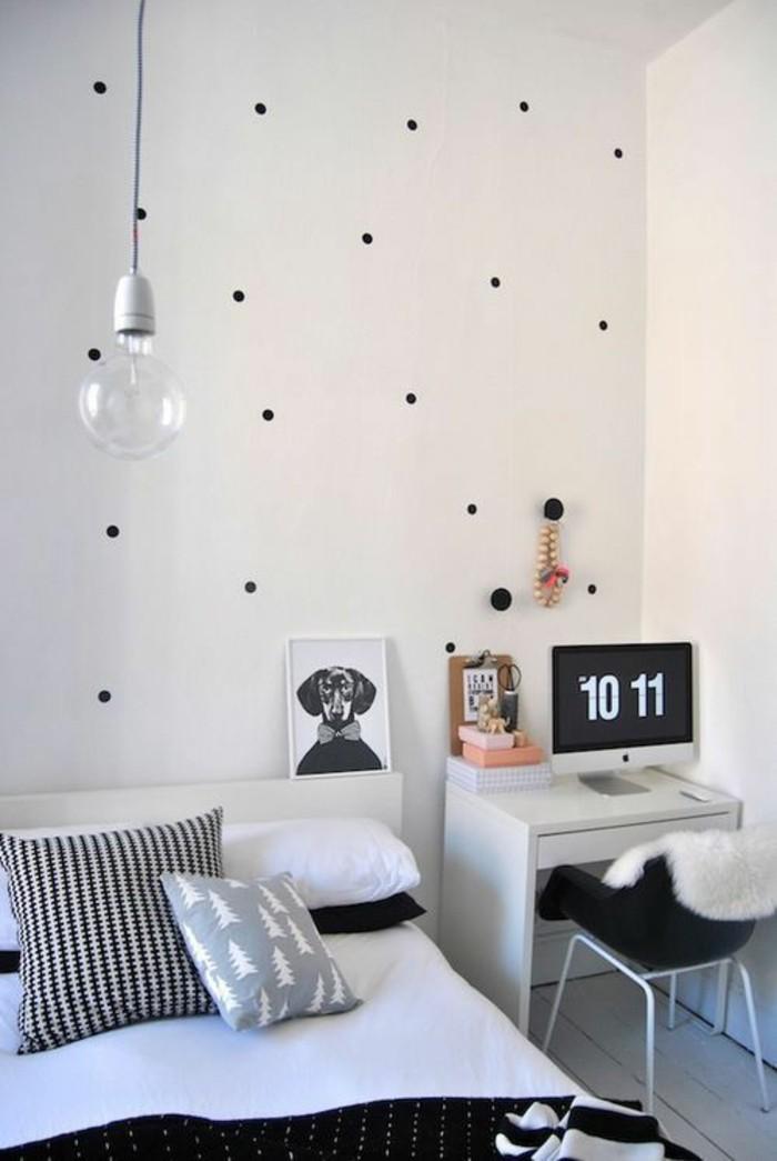 Wandgestaltung-Jugendzimmer-mit-schwarzen-Punkten