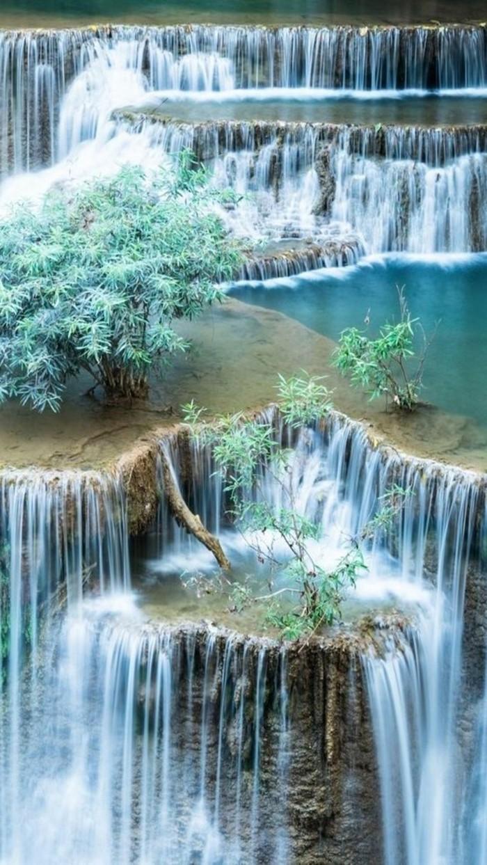 Wasserfall-Bilder-auf-einige-Stufen